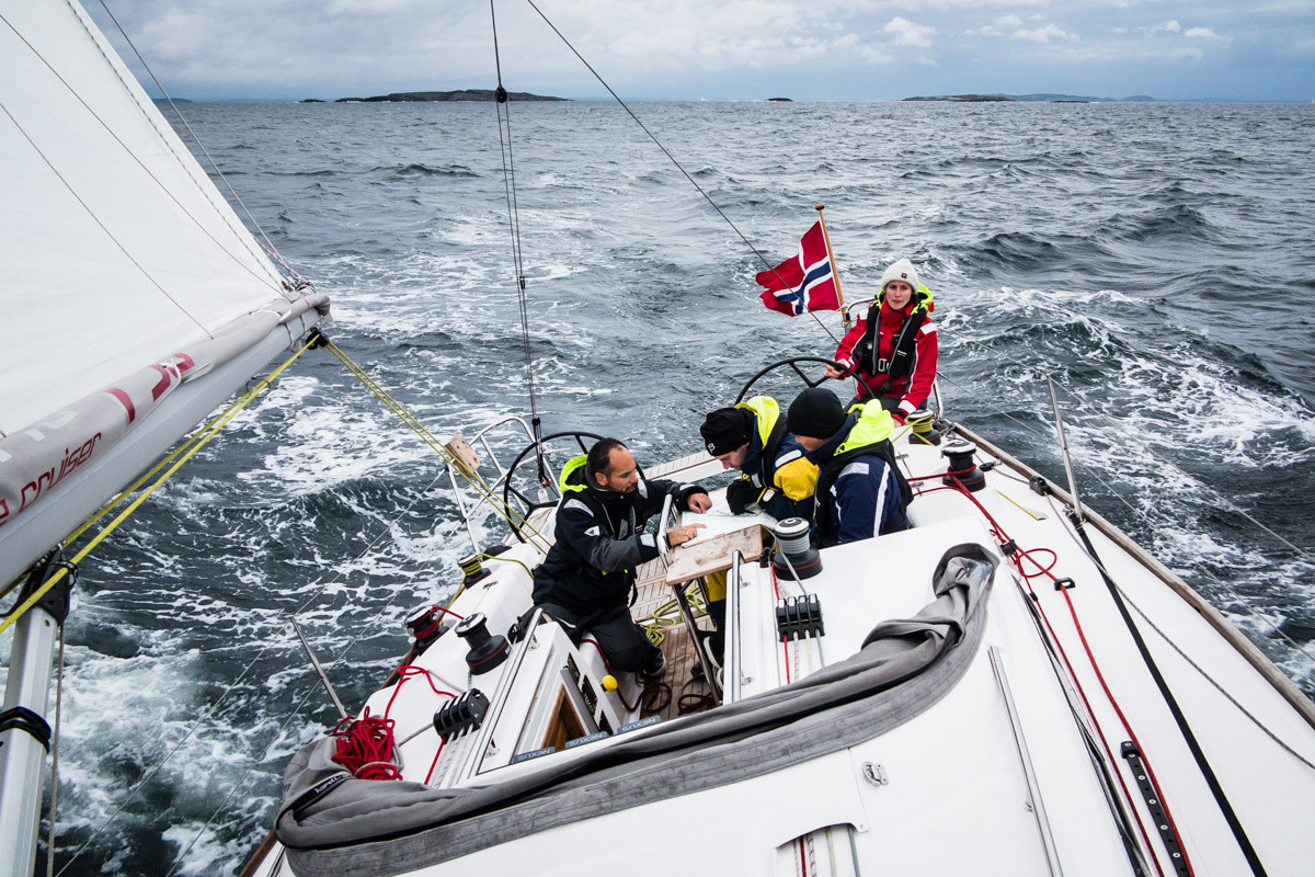 Viktig med kontroll på navigasjonen på skipperkurs i Oslofjorden | Seilkurs i Oslo